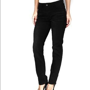 Levi's Midrise Flatters Flaunts Skinny Black Jean